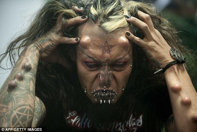 Tatouages et piercings extremes