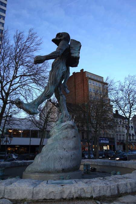 "— ""L'homme de l'Atlantide"" de Luk Van Soom - Rue de la loi - avenue de la Toison d'or — Bruxelles —"