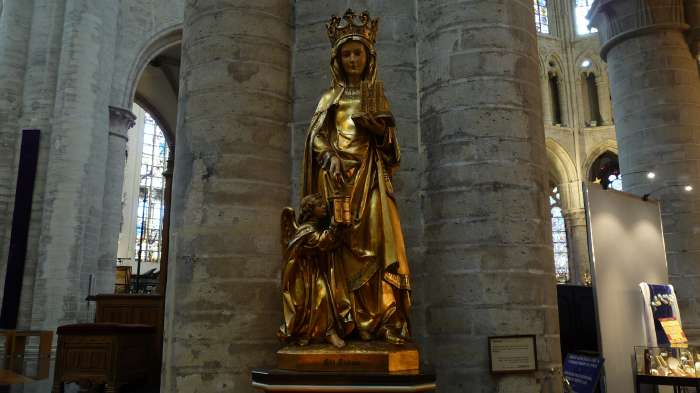 Statue de Ste Gudule — cathédrale St Michel & Ste Gudule — Bruxelles