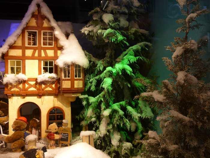 Vitrine de Noël animée dans un magasin de Cologne