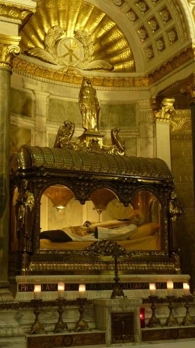 — Châsse du curé d'Ars — Basilique d'Ars/sur/Formans —