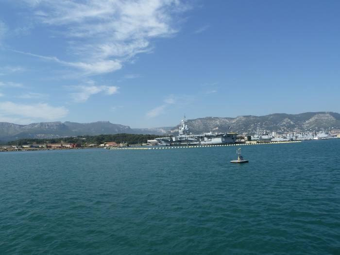 — Arsenal de Toulon vu depuis la mer en rade de Toulon — Var —