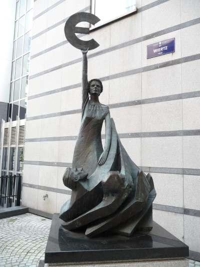 — Monument dédié à l'Euro — Rue Wiertz à Bruxelles —