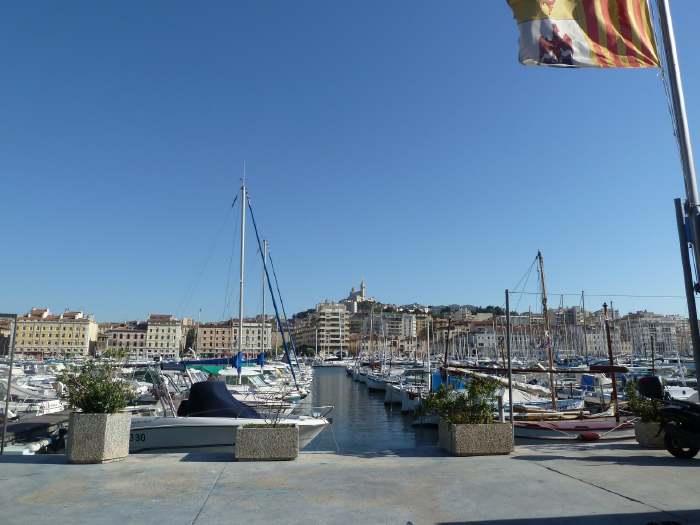— Basilique ND de la Garde vue depuis les quais du port — Marseille —