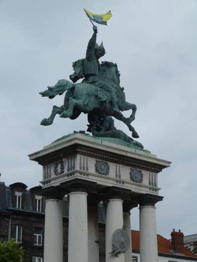 — Statue de Vercingétorix — Place de Jaude — Clermont-Fd —