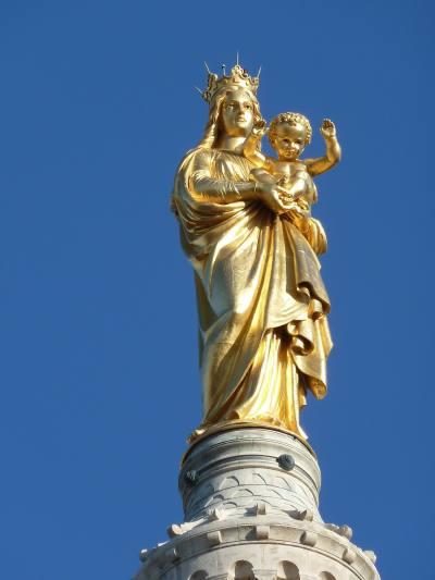 """— Statue de la """"Vierge"""" au sommet de la tour de la Basilique Notre Dame de la Garde — Marseille —"""