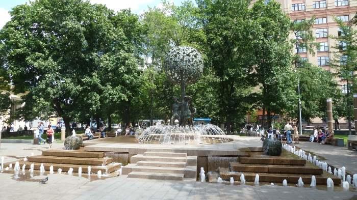 — Fontaine Adam et Eve de jour — Moscou —