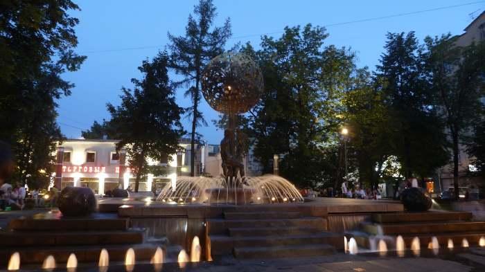 — Fontaine Adam et Eve de nuit — Moscou —