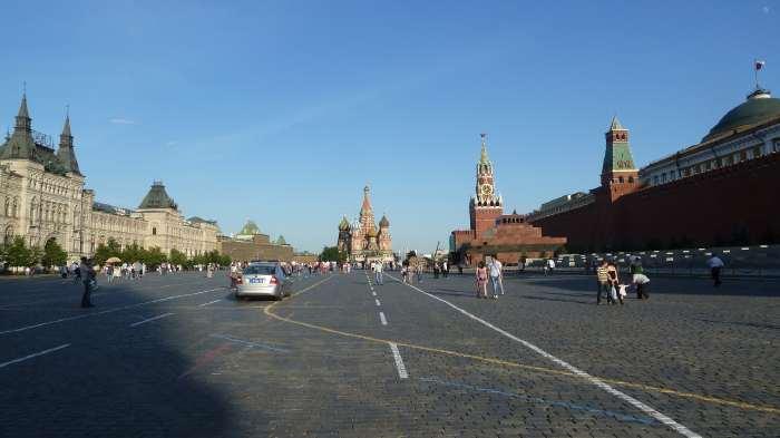 — Magasin Gum, Saint Basile, mausolée de Lénine, Kremlin... — Place Rouge — Moscou —