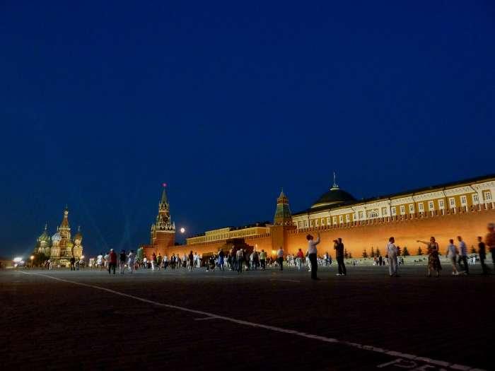 — St Basile, Tour Spasskaïa et mausolée de Lénine — Place Rouge — Moscou —