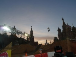 — Redbull Show de free style au pied de St Basile — Moscou —