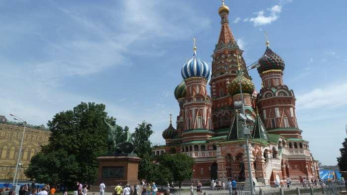 — Saint Basile — Place Rouge — Moscou —
