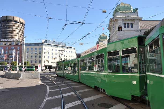 — Place de la Gare principale — Bâle/Basel —