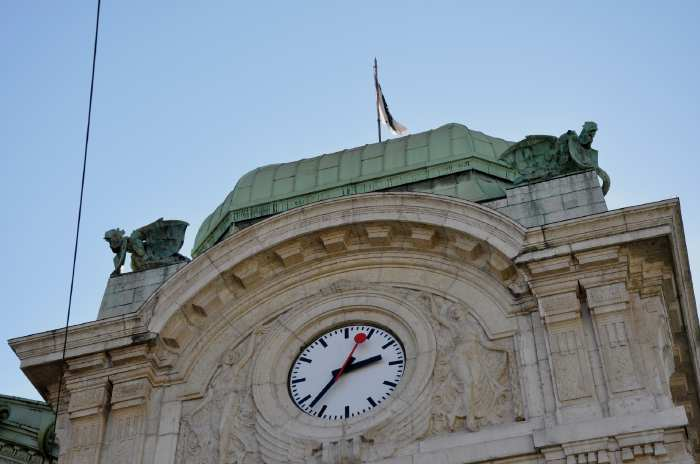 — Basilics au sommet des deux tours de la Place de la Gare principale — Bâle/Basel —