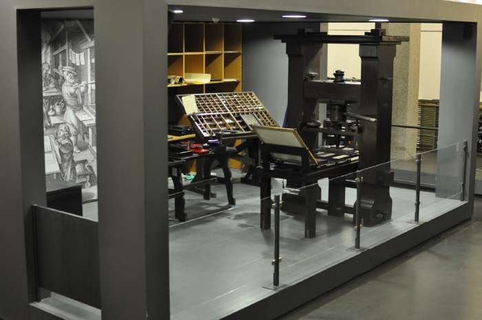 — Reproduction de la presse de Gutenberg — Mayence/Mainz —
