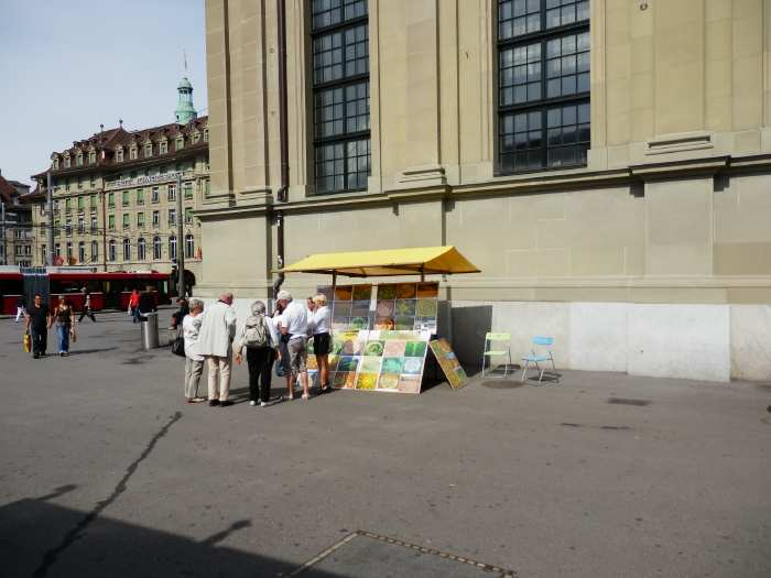 Stand Raélien au pied de l'église du Saint-Esprit sur la place de la gare - Berne —