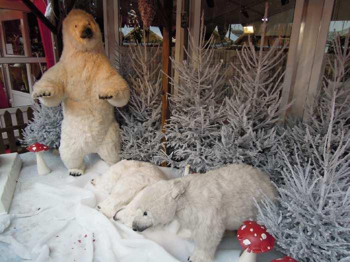 — Ourse Polaire et ses oursons - marché de Noël - Parvis de la Défense - Paris —