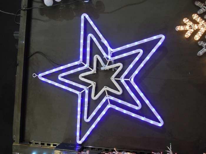 — Pentagramme lumineux sur un stand du marché de Noël - Parvis de la Défense - Paris —