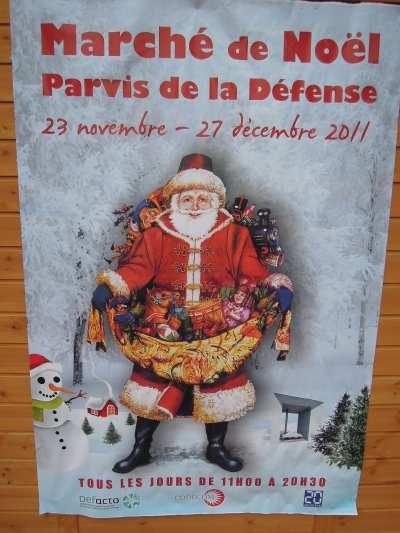 — Affiche du père Noël sur le marché de Noël - Parvis de la Défense - Paris —