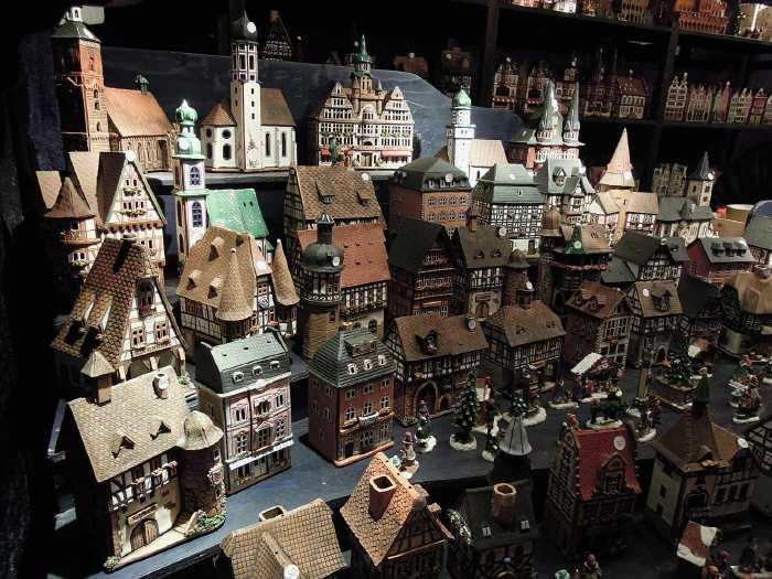 — Céramiques artisanales - Marché de Noël en centre ville - Neumarkt Platz - Cologne —