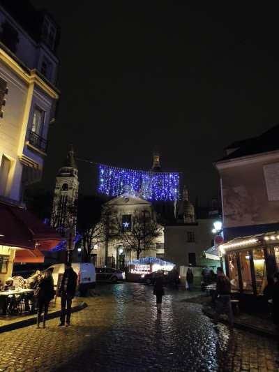 — Eglise sur la butte de Montmartre - Paris —