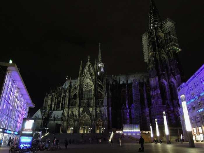 — Gare ferroviaire et cathédrale - Cologne —