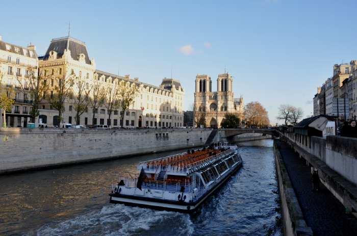 — Cathédrale Notre-Dame de Paris vue depuis le Pont Napoléon III - Paris —