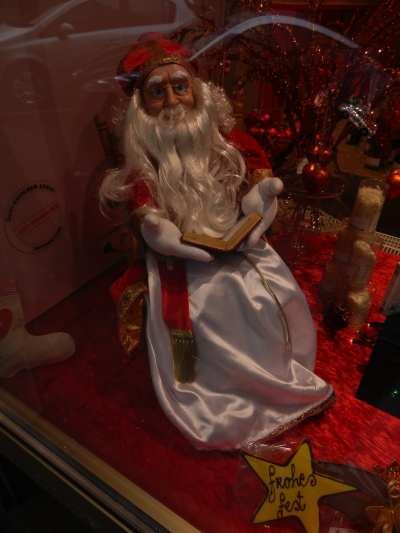 — St Nicolas vu dans une vitrine de boutique - Cologne —