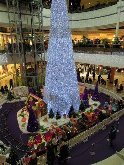 — Sapin de Noël au Centre Commercial Créteil soleil - Créteil —