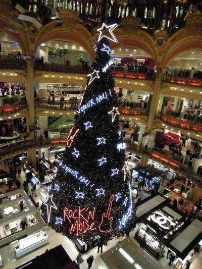— Sapin de Noël dans un des magasins des Galeries Lafayette - Paris —