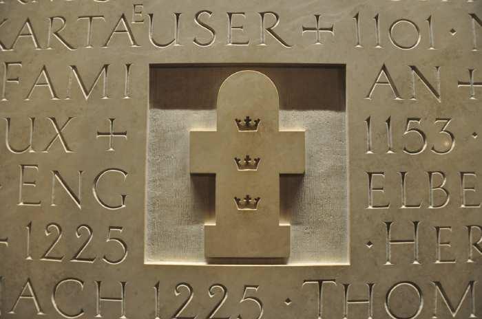 — Détail d'un mur gravé dans la crypte - cathédrale - Cologne —