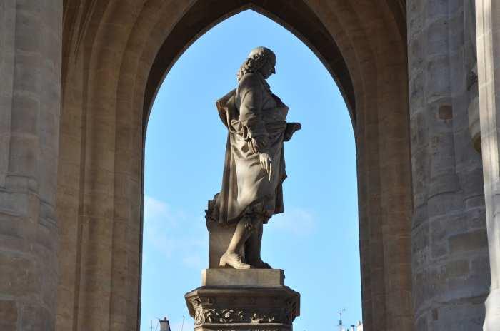 — Statue de Blaise Pascal - Tour St Jacques - Paris —