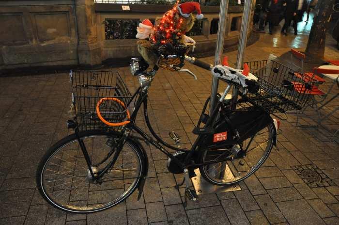 — Bicyclette vue sur la Neumark Platz - Cologne —