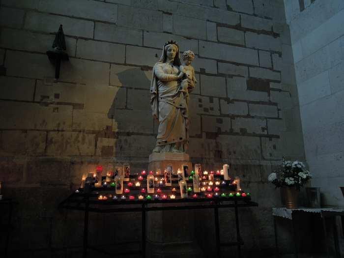 — Vierge à l'enfant - basilique St Denis - St Denis —