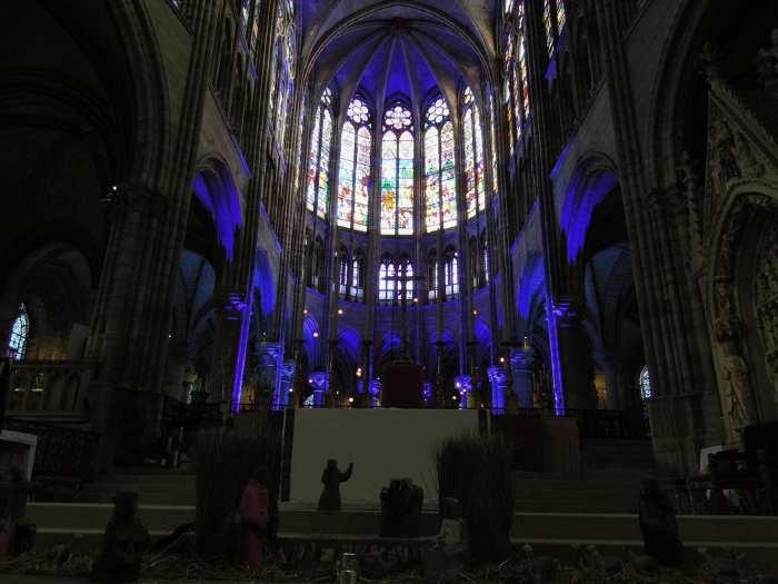 — Crèche devant le Maitre-autel - basilique St Denis - St Denis —