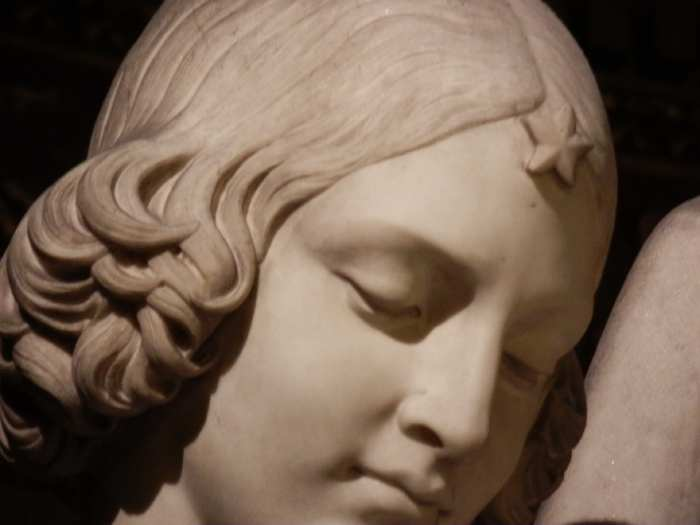 — Détail de la tête d'un ange encadrant le Maitre-autel - Eglise de la Madeleine - Paris —