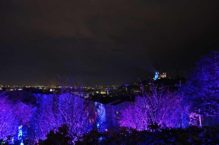 — Vue panoramique de Lyon et Basilique de Fourvière depuis la Croix Rousse - Fête des Lumières - Lyon —