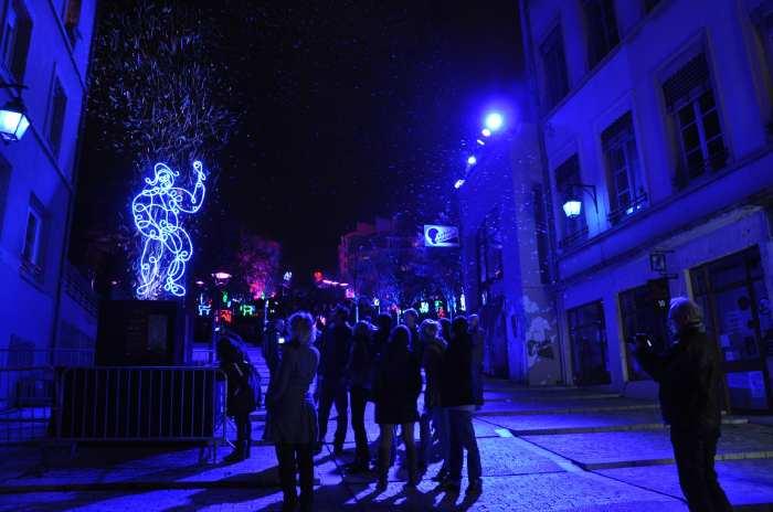 — Envolée de bulles dans une artère du quartier de la Croix Rousse - Fête des Lumières - Lyon —