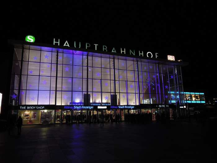 — Gare ferroviaire principale (HBF)- Cologne —