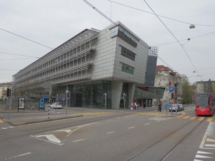 """— Bâtiment baptisé """"Die Titanic II"""" - Quartier Monbijou - Berne —"""