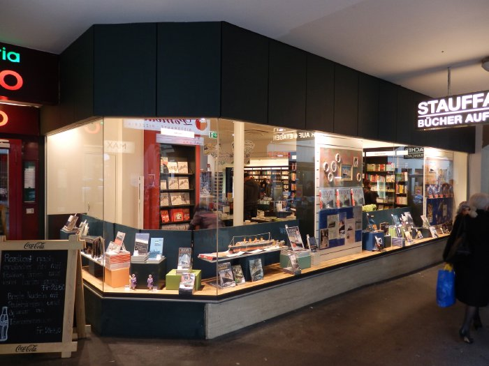 — Vitrine de librairie dans une rue de Berne - Berne —