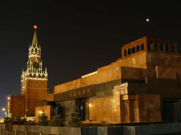 Eclipse de lune partielle sur la Place rouge (Moscou)