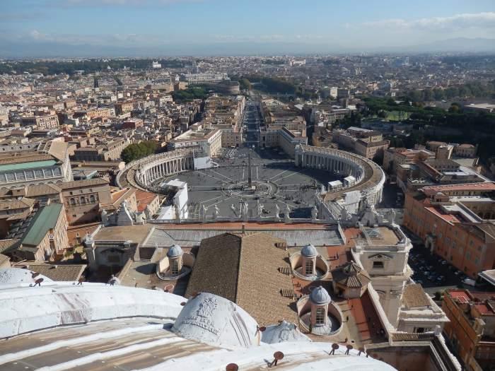 — Place St Pierre vue depuis la coupole du Dôme de la Basilique - Rome —