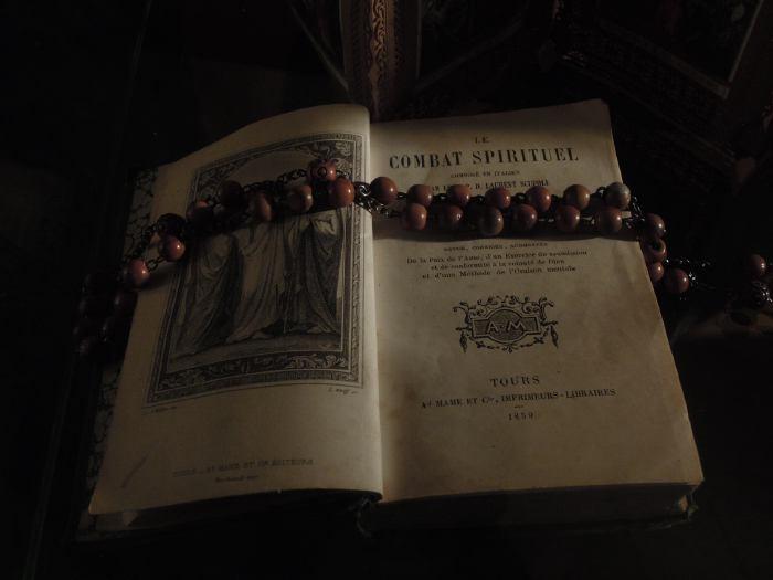 — Chapelet exposé dans le musée consacré à Bernadette Soubirous — Nevers —