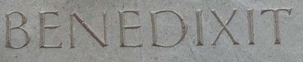 Détail de la plaque commemorant le passage du pape Jean Paul II