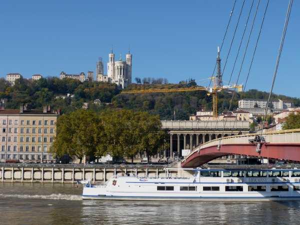 Basilique de Fourvière vue depuis les quais de Saône