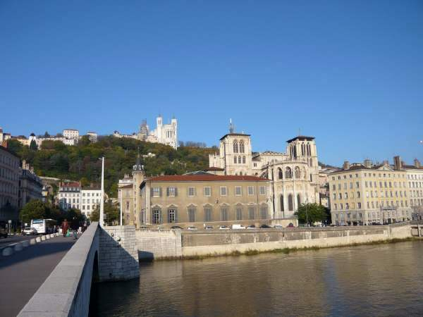 Basilique de Fourvière vue depuis le pont Bonaparte