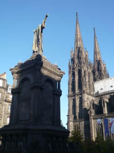 Statue du pape Urbain II prêchant la croisade