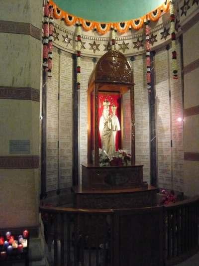 """Statues de la """"Vierge"""" crypte de la Basilique de Fourvière"""