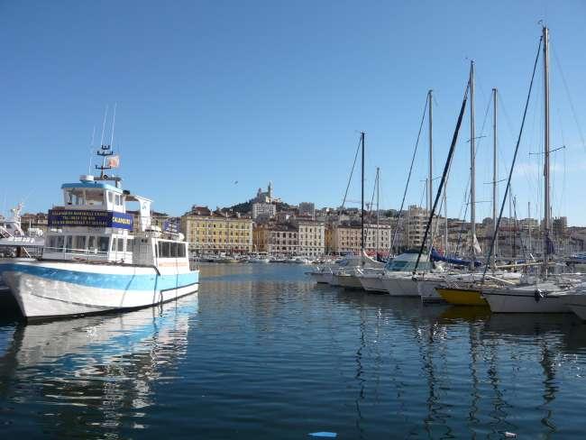 Basilique de Notre Dame de la Garde et vieux port — Marseille